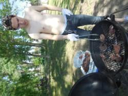 裸のお兄さんが焼きます